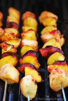Grilled Fruit - an awesome concept! Try these: Clean Eating Cinnamon Fruit Kebobs Fruit Recipes, Clean Eating Recipes, Real Food Recipes, Cooking Recipes, Drink Recipes, Dessert Recipes, Healthy Snacks, Healthy Eating, Healthy Recipes
