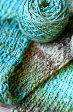 Structure in turquoise Yarn Projects, Knitting Projects, Knitting Yarn, Knitting Patterns, Color Menta, Color Turquesa, Shades Of Turquoise, How To Purl Knit, Tiffany Blue