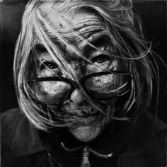 Lee Jeffries (master of black and white portrait photography) Lee Jeffries, Famous Portrait Photographers, Famous Portraits, Steve Mccurry, Black And White Portraits, Black And White Photography, People Photography, Portrait Photography, Senior Photography