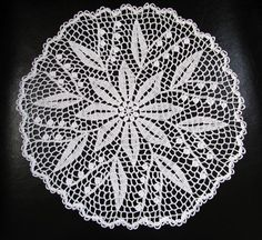 For a similar but larger doily, see Lily of the Valley Doily