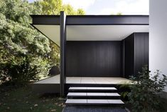 Image 9 of 24 from gallery of CTN House / Brengues Le Pavec architectes. Photograph by Marie-Caroline Lucat Modern Entrance, Modern Entryway, Garage Door Design, Garage Doors, Farnsworth House, Cabinet D Architecture, Entry Way Design, House Extensions, Modern Minimalist