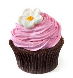 Cupcake chocolate con bizcochuelo Rosa y una flor blanca, aislados en blanco. Foto de archivo