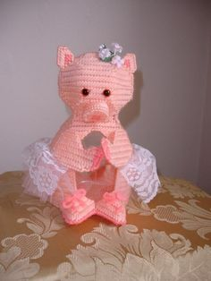 I MUST attempt this little piggy! Pig Crafts, Diy And Crafts, Arts And Crafts, Plastic Canvas Crafts, Plastic Canvas Patterns, Ballerina Silhouette, Kitchen Canvas, Spring Animals, This Little Piggy