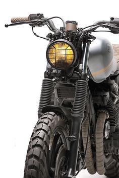 Yamaha XJ750: referência de farol, desenho no tanque e cores