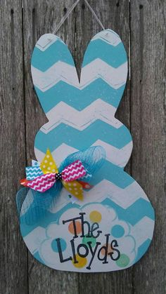 Ideas Painted Door Hangers Easter Bunny For 2019 Easter Peeps, Happy Easter, Easter Bunny, Easter Stuff, Spring Crafts, Holiday Crafts, Wood Crafts, Diy And Crafts, Wooden Door Hangers
