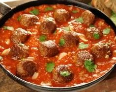 Meatballs in Tomato Sauce Recipe Jewish Recipes, Italian Recipes, Beef Recipes, Great Recipes, Pasta Dishes, Food Dishes, Sweet N Spicy, Spicy Meatballs, Tomato Sauce Recipe