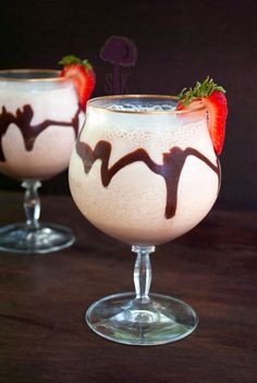 Bailey's Irish Cream 1 oz. Crème de Cacao ¼ cup unsweetened vanilla almond milk ½ cup brewed dark coffee pinch of salt 3 cups ice Party Drinks, Fun Drinks, Yummy Drinks, Cocktail Drinks, Cocktail Recipes, Alcoholic Drinks, Beverages, Yummy Food, Vodka Recipes