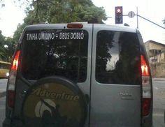 """Esta piada que atualizou as definições de """"tiozera"""".   16 adesivos de carro que dizem muito sobre a alma do brasileiro"""