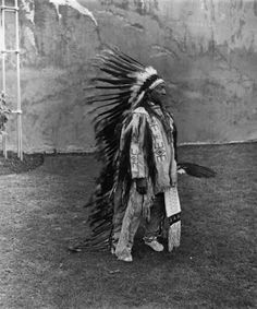 An old photograph of the Native American known as Painted Horse - Oglala Native American Proverb, Native American Wisdom, Native American Beauty, Native American Photos, American Spirit, Native American Tribes, Native American History, Native American Jewelry, American Clothing
