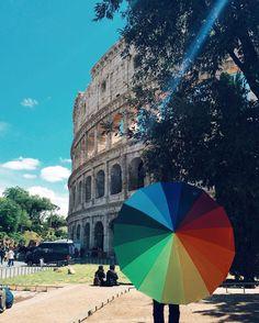 I mejo der Colosseo!!!! il 50% sono cinesi 30% africani e 20% indiani... I romani che fine hanno fatto???  #exploring #roma #rome #whatitalyis #spring4igers