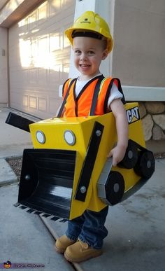 Crystal: This is my year old son who loves construction trucks. He knew exactly what he wanted to be for Halloween! a Bulldozer! We used a diaper box to construct. Toddler Boy Halloween Costumes, Halloween Costume Contest, Fall Halloween, Kids Costumes Boys, Construction Birthday Parties, Maquillage Halloween, Halloween Disfraces, Holiday Fun, Halloween Decorations