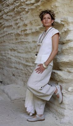 Beautifully elegant silk/cotton blouse 'Kenji' with sophisticated pocket and sleeves (invisble side zip) worn with natural color linen pants. Necklace: hamp and linen, old french manuscript, ethnic beads Ethnic Fashion, Boho Fashion, Fashion Outfits, Womens Fashion, Fashion Design, Mode Hippie, Mode Boho, Vetements Clothing, Style Ethnique