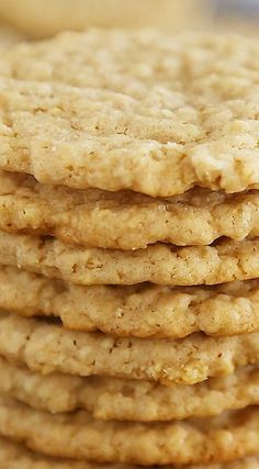 Chewy and crispy. Old Fashioned Soft and Chewy Oatmeal Cookies Recipe ~ Buttery soft, old-fashioned vanilla oatmeal cookies that melt in your mouth! Köstliche Desserts, Dessert Recipes, Food Deserts, Plated Desserts, Snack Recipes, Dinner Recipes, Oatmeal Cookie Recipes, Healthy Oatmeal Cookies, Soft Chewy Oatmeal Cookies