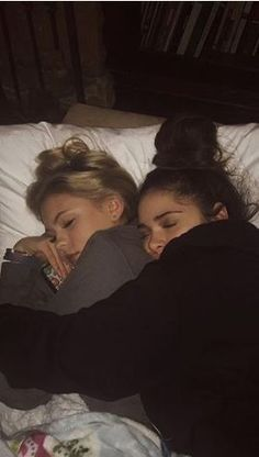 Enjoy :) # Fanfic # amreading # books # wattpad lesbian girls IT Preferences ♥ relationship tattoos - Travel Couple Cute Lesbian Couples, Cute Couples Goals, Lesbian Love, Couple Goals, Cute Friend Pictures, Friend Photos, Teen Couple Pictures, Film Pictures, Couples Lesbiens Mignons