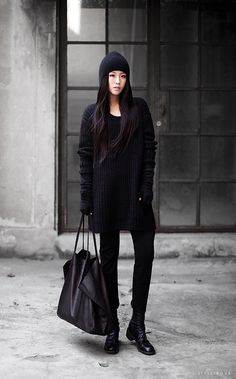 Today let's consider all black winter look ideas for women. You can create both as comfy casual outfits as eye-catchy ones. Fashion Blogger Style, Look Fashion, Fashion Black, Fall Fashion, Petite Fashion, Fashion Ideas, Style Blog, Fashion Trends, Fashion Women