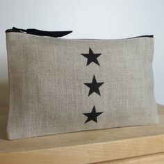 Pochette en lin décorée de 3 étoiles noire