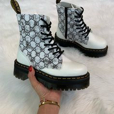 A lil marble action ✨ Dr Shoes, Hype Shoes, Me Too Shoes, Fancy Shoes, Pretty Shoes, Sneakers Fashion, Fashion Shoes, Heeled Boots, Shoe Boots
