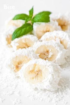"Easy desserts for kids Banana Bited Covered with Coconut Shavings ""- these are so delish and makes a perfect after school snack!"" - Why not dessert ? 1 cup shredded, sweet coconut 2 very ripe large banana 1 cup whipped cream mint leaves Slow Cooker Desserts, Healthy Desserts, Delicious Desserts, Yummy Food, Snack Recipes, Dessert Recipes, Cooking Recipes, Cooking Tips, Gourmet"