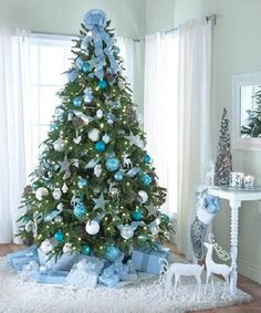Árbol de Navidad en tonos celestes