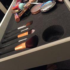Makeup brushes going in #Benefit #Rimmel #Maybelline #Essence #Babylips #Seventeen #Tangleteezer #Chanel #Britneyspears #Bodyshop #EOS #BarryM #Leestafford