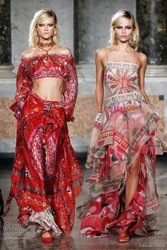 [The outfit at left has an interesting variation on a hip sash.] emilio pucci haute gypsy look -- Emilio Pucci Spring 2012 Ready-to-Wear Gypsy Look, Look Boho, Gypsy Style, Hippie Style, Boho Gypsy, Hippie Boho, Gypsy Chic, Modern Hippie, Fashion Week