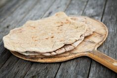 Gáhkku, Sami flatbread cooked over the open fire in a frying pan or muurikka. Rieska is similar bread from Torne River Valley, but made of rye flour. Photo: Magnus Skoglöf.