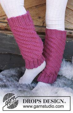 Gestrickte Beinstulpen mit Spiralmuster für Kinder. Größe 3 - 12 Jahre. Die Arbeit wird gestrickt in DROPS Nepal.