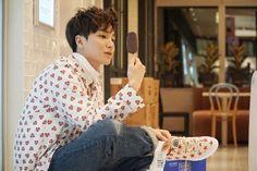 """Super Junior's Leeteuk Models for """"The Celebrity"""" at SM's SUM Market   Koogle TV"""