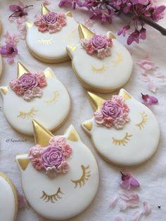 Zucchini cake with pine nuts - Clean Eating Snacks Iced Cookies, Royal Icing Cookies, Cake Cookies, Sugar Cookies, Unicorn Cookies, Apple Smoothies, Salty Cake, Cute Desserts, Birthday Cookies