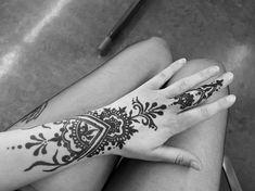 #henna #neha_mehandi #temporäres_tattoo #temporary_tattoo #henna_by_rinkitoku #hand #arm #finger