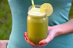 """Erfrischender Wachmacher und """"Fettburner""""ohne Kalorien. Wer einen Mixer sein eigen nennt sollte unbedingt diese selbst gemachte und erfrischende Limonade ausprobieren. In einem sehr starken Mixer wie dem Vitamix werden alle Zutaten restlos zerkleinert. Sollte das nicht der Fall sein kann man die Limonade noch durch ein feines Sieb oder Siebtuch abgiessen.   Matcha"""