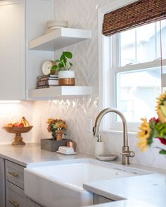 Basic styling renovation plans and thoughtful tips. View the post makeover tip 2035302285 right here. Home Interior, Interior Design Kitchen, Home Design, Design Design, Home Decor Kitchen, Home Kitchens, Bungalow Kitchen, Cottage Kitchens, Modern Kitchens