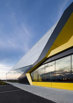 Exhibition Center Of Sherbrooke / CCM²