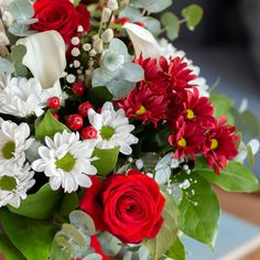 Cheer up someone's day with our shining and fresh floral arrangements!  Roses, lilies and much more!  Mardi Gras Decorations, Boho Wedding Decorations, Winter Flowers, Fresh Flowers, Arte Floral, Diy Wreath, Make Money Blogging, Elegant, Floral Arrangements