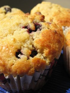 Morsels and Musings: mulberry & vanilla muffins Muffin Recipes, Baking Recipes, Breakfast Recipes, Mulberry Recipes, Food To Make, Delish, Muffins, Good Food, Sweets