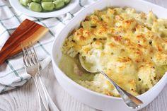 A gratin tulajdonképpen rakott ételt jelent, igaz, így picit szofisztikáltabban hangzik. Ez a baconos-karfiolos változat kihozza a gratinból a maximumot. Egy olyan ételről van szó, amely egy hétköznap esti vacsorának és egy ünnepi asztal főfogásának is elmegy.Szuper egyszerű ez… Gluten Free Recipes, Keto Recipes, Healthy Recipes, Cauliflower Gratin, Shrimp Pasta, Cheddar, Food Inspiration, Macaroni And Cheese, Side Dishes