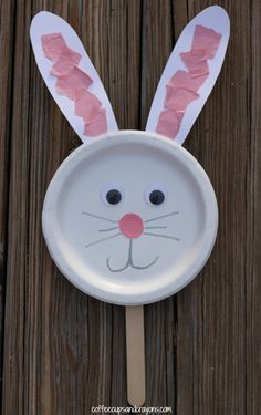 This paper plate bunny puppet is such a fun and easy preschool craft! Kids can use the puppet while they are singing Easter songs, retelling Easter stories or just playing pretend. #easter #craft