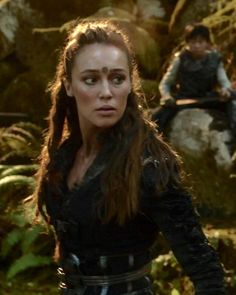 Clarke and Lexa have a son officialy. Look in the backround.