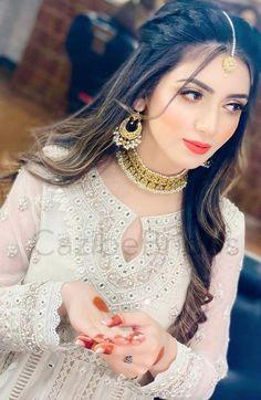 Pakistani Bridal Hairstyles, Bridal Hairstyle Indian Wedding, Pakistani Bridal Makeup, Pakistani Bridal Dresses, Indian Hairstyles, Bride Hairstyles, Hairdos, Bridal Makeup Looks, Bridal Looks