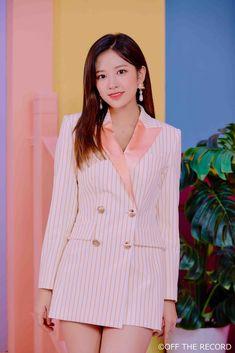 • Ahn Yujin