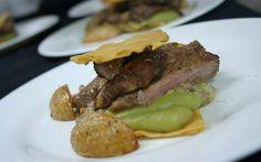 Plato principal de carne en menú para bodas en yeguada Lagloria