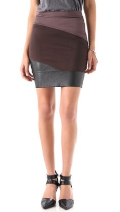 VPL Curvate Skirt - colourblock. Curved seams for curvy fit