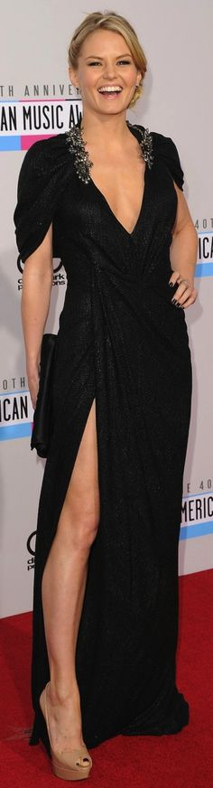 Jennifer Morrison. Not only do I love her on Once Upon A Time but I also love this dress!