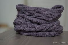 Tuto magnifique snood torsadé. Loom Knitting, Knitting Patterns Free, Free Knitting, Free Pattern, Knitted Throws, Knitted Hats, Crochet Chart, Knit Crochet, Crochet Ideas