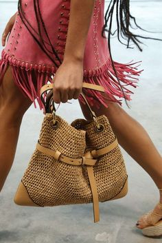 Michael Kors Spring-Summer Womenswear - Fashion Week, Page 05 ( USA - look Crochet Handbags, Crochet Purses, Crochet Bags, Fashion Week, Boho Fashion, Diy Bags Purses, Purse Styles, Denim Bag, Knitted Bags