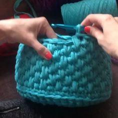 """269 Likes, 13 Comments - Vanessa Eduardo (@passa_la_em_casa) on Instagram: """"Mais um ponto lindo que dá um efeito gracioso para o trabalho. @Regrann from @bobilon👈 #crochet…"""""""