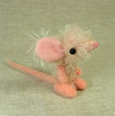 violetpie tiny mouse - how cute is this little mouse?