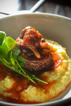 Rabada com polenta brasilaros food :) or oxtails stew; made it twice last winter and my husband got hooked. How To Cook Corn, How To Cook Beef, Alain Ducasse, Polenta Recipes, Beef Recipes, Food Net, A Food, Brazilian Dishes, Soup And Sandwich