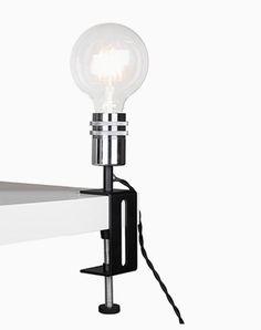PINCH är en lampfot från Globen Lighting som kan placeras på valfri yta. Går att skruva fast på skrivbordet, fönsterbrädan eller kanske i bokhyllan. Ljuskälla medföljer EJ.