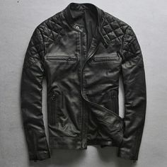 Men's leather jackets certainly are a vital part of every man's closet. Men require jackets for assorted circumstances as well as some varying weather conditions. Men's Jacket Fashion Look. Jaket Jeans, Fashion Brand, Mens Fashion, Best Leather Jackets, Black And White Face, Zx 10r, Fashion Magazine Cover, Work Looks, Vintage Men